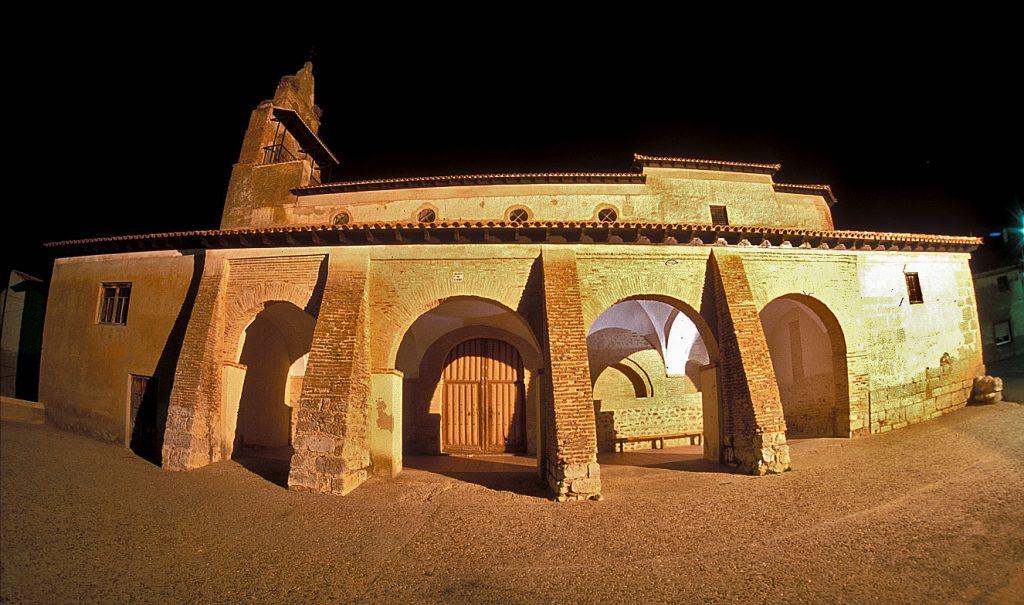 iglesia-belver-de-noche